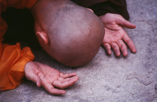 monk-bowing-down_1.jpg