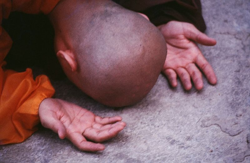 monk-bowing-down_1_4.jpg